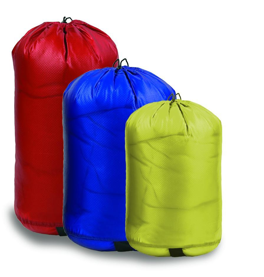 Glem bæreposene. Her er noe som varer. Lett og vanntett pakksekk i flere størrelser mellom 3- og 50 liter. Både til padling og fjelltur. 20-literen koster 279/330 medlem/ikke medlem.