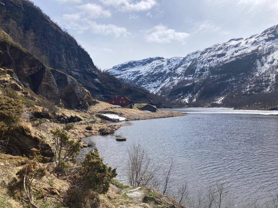 Snøen er nå smeltet bort og det er fine forhold i Aurlandsdalen (bilde tatt 17.mai - 2021)