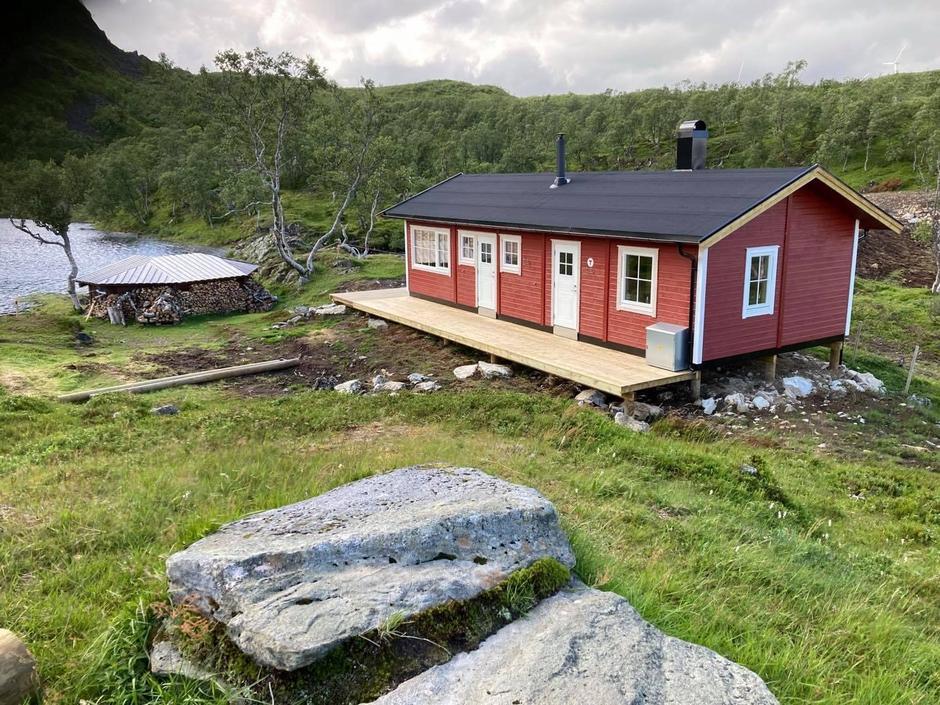 Nybygget med dagsturstue, badstue og tilsynskvarter.
