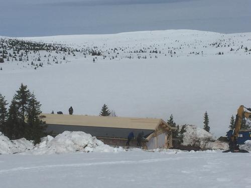Vår nye hytte på Øyungen reiser seg i rekordfart