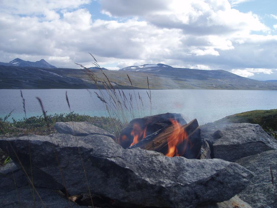 Bål ved Nordre Bjellåvatn