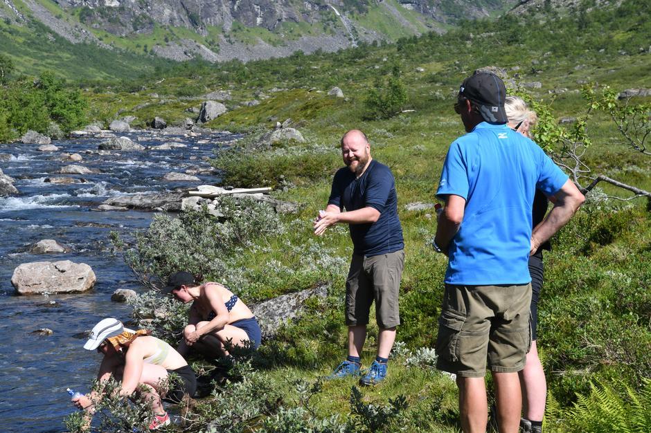 Varmt i Steindalen, viktig å få i seg nok drikke!