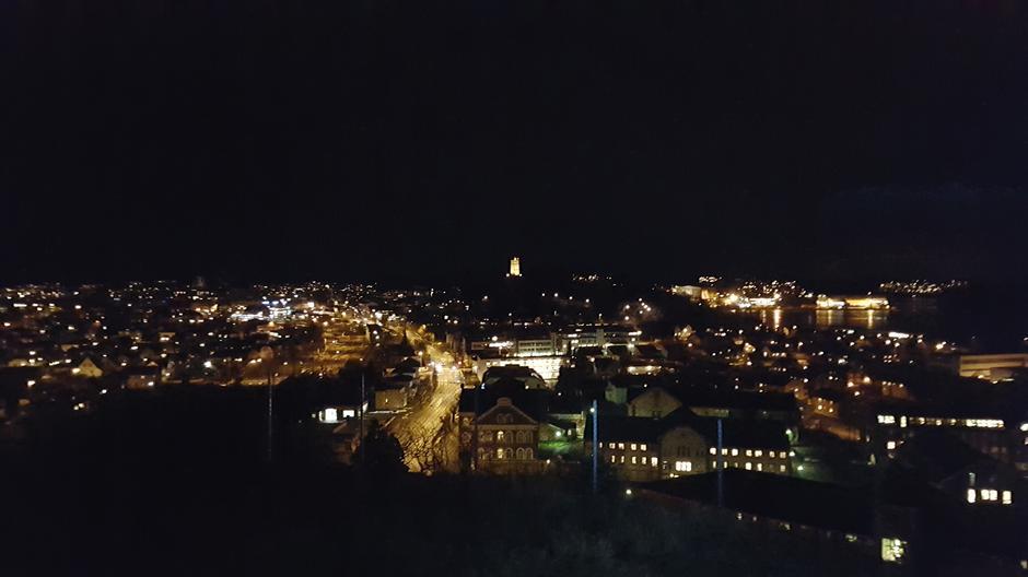 Utsikt over Tønsberg og Slottsfjellet fra et av mange utsiktspunkt på Frodeåsen.