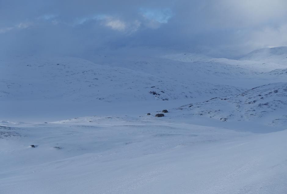 Lørdag 27.3: Selhamar i Stølsheimen. Bildet tatt fra Hundeggi (1190 moh).