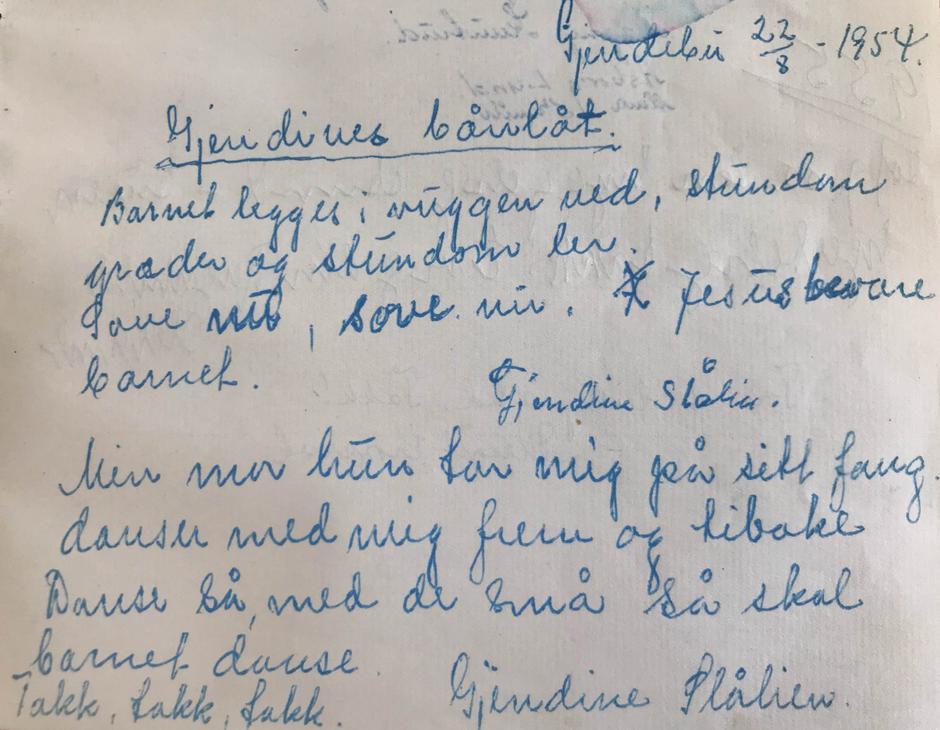 Gullet fra den første hytteboka vår, Gjendines bådnlåt, skrevet ned av henne selv 22.08.1954.