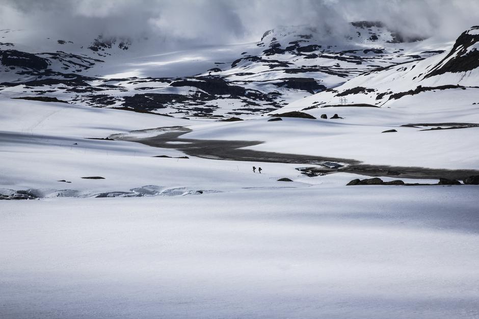 To vandrere mellom Finse og Geiterygghytta.