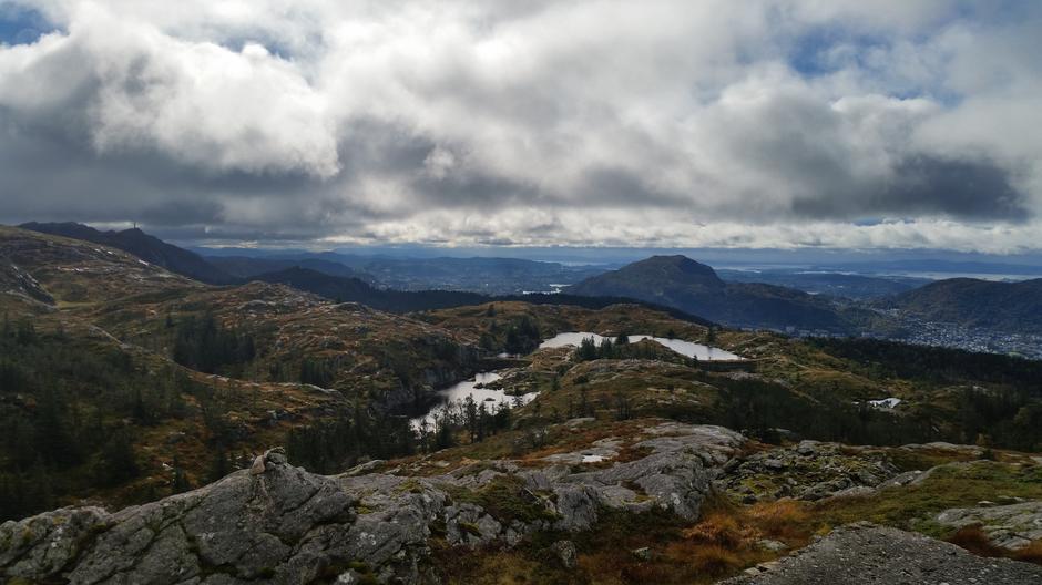 Utsikt fra Lavet mellom Kvitebjørnen og Rundemanen