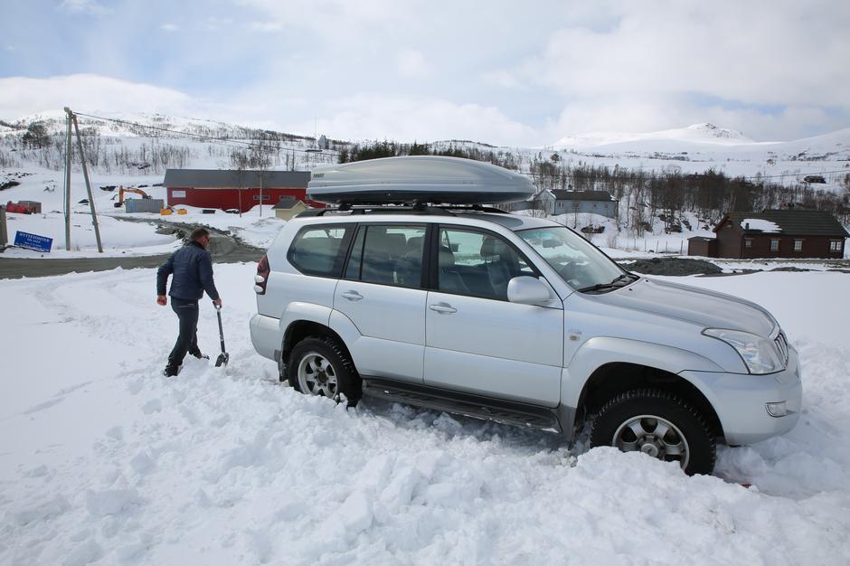 Tips: Ikke kjør bilen fast i snøen før du legger ut på tur.