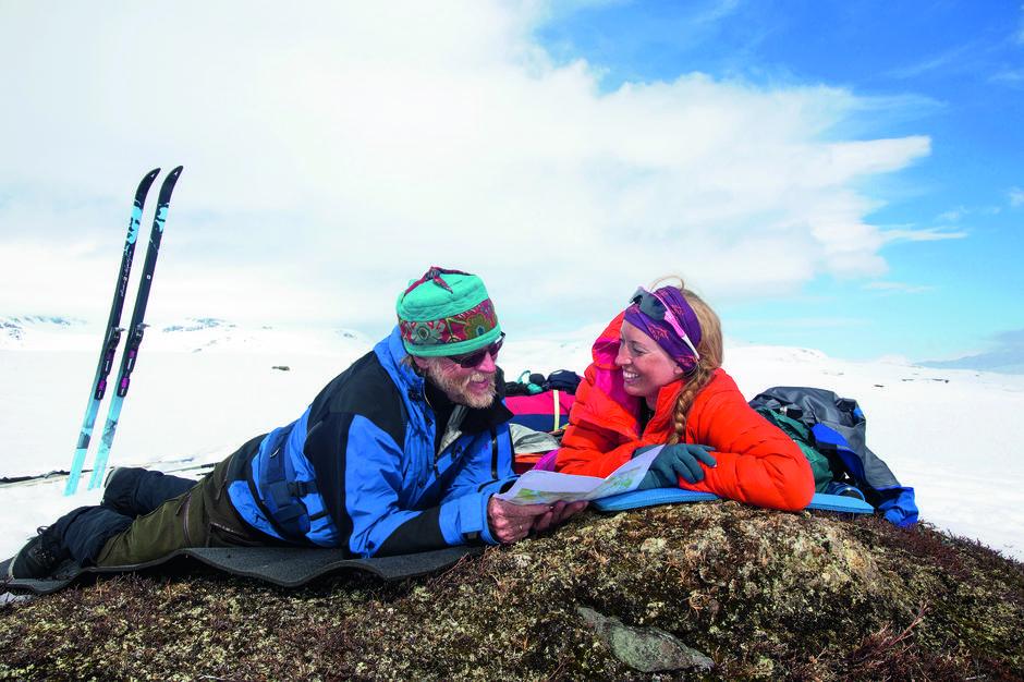 VÅR I VENTE: Børgefjell i mai. Lyse vårdager med fjellski, pulk, hund og telt.
