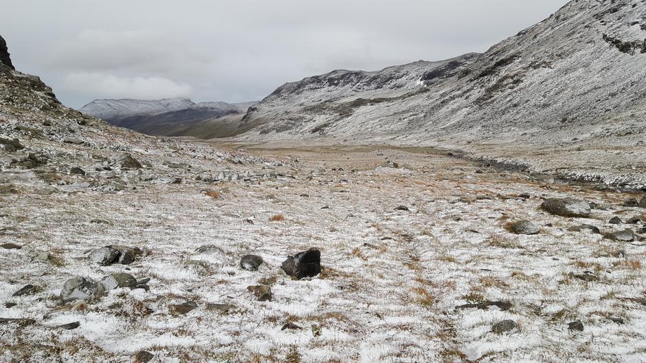 ANDRE PLASS: Den første snøen i fjellet.