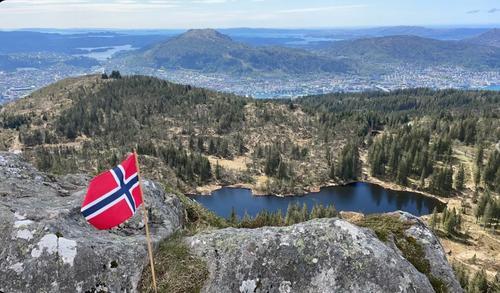 Flagg over Bergen by fra Rundemanen