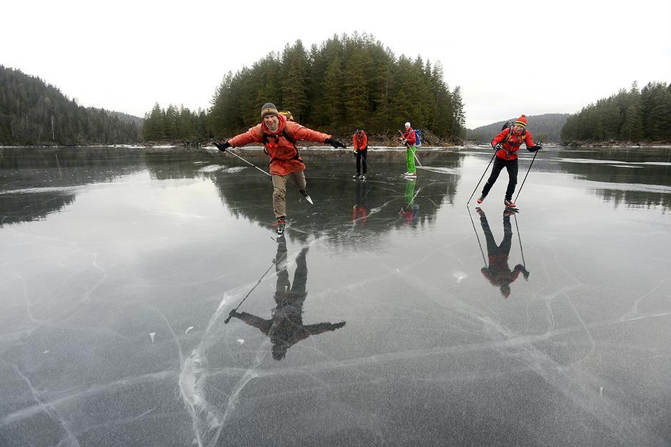 STUEGULV: Børtervanna i Østmarka er  et yndet kanoparadis om sommeren, mens vi fikk danse over isen som på nyslipt parkett.