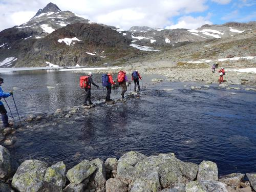 Steingåing av elveos ved Uradalsvatnet