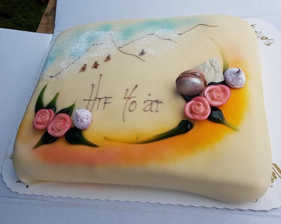 Vi serverte bålkaffe og kake i anledning 40 års jubileumet.