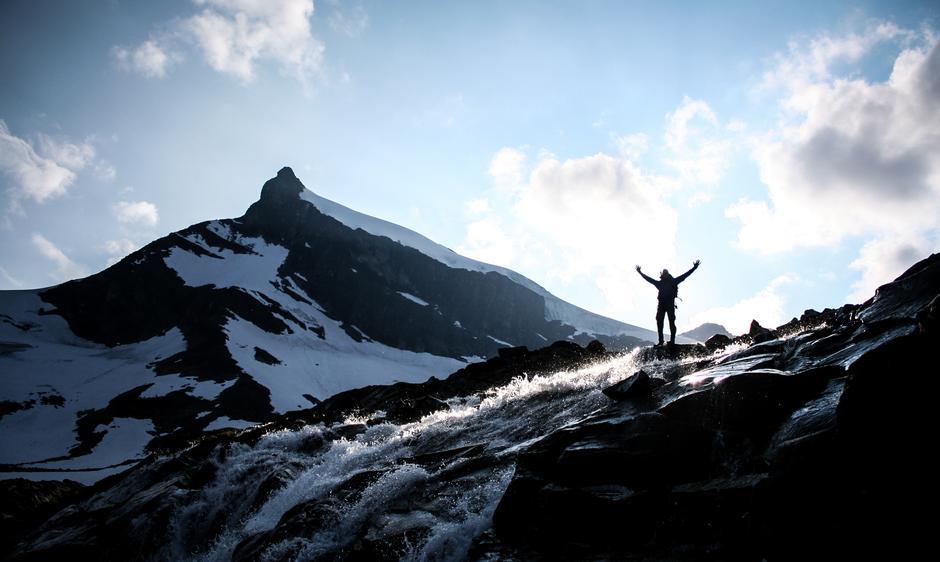Min meget fornøyde turkompis Kacper på vei ned fra Storebjørn i Jotunheimen.