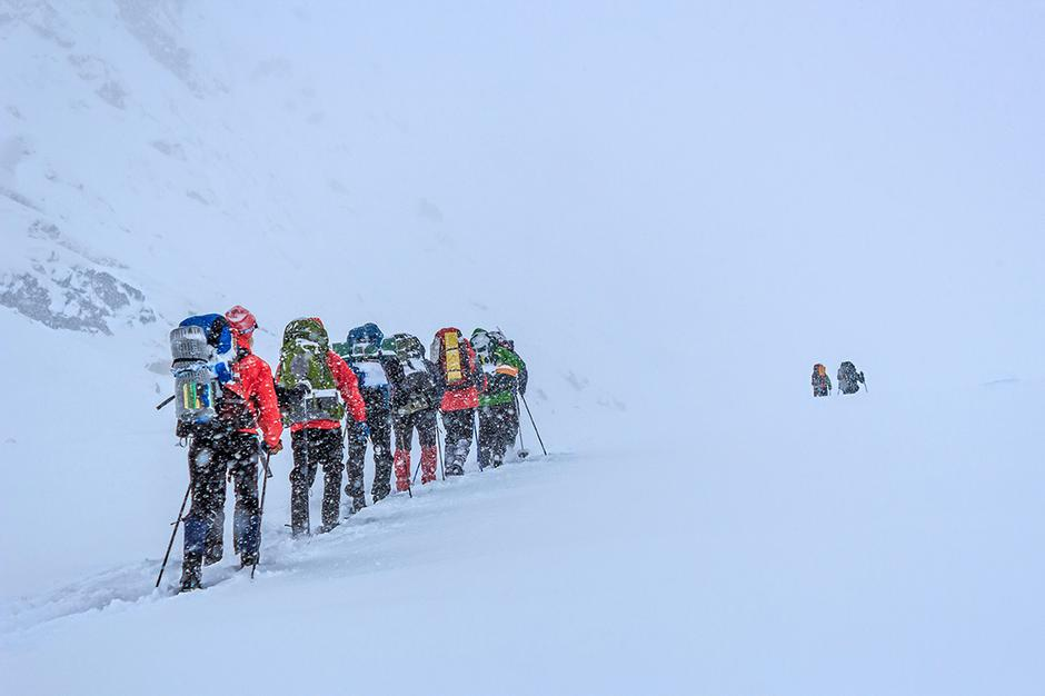 STILLE SNØVÆR: Fellestur på vei inn i det alpine landskapet like sør for Stavskarhytta.
