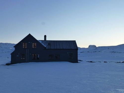 Lørdag 11.2: Hadlaskard på Hardangevidda vest. Lite snø for årstiden, men ok skiføre.