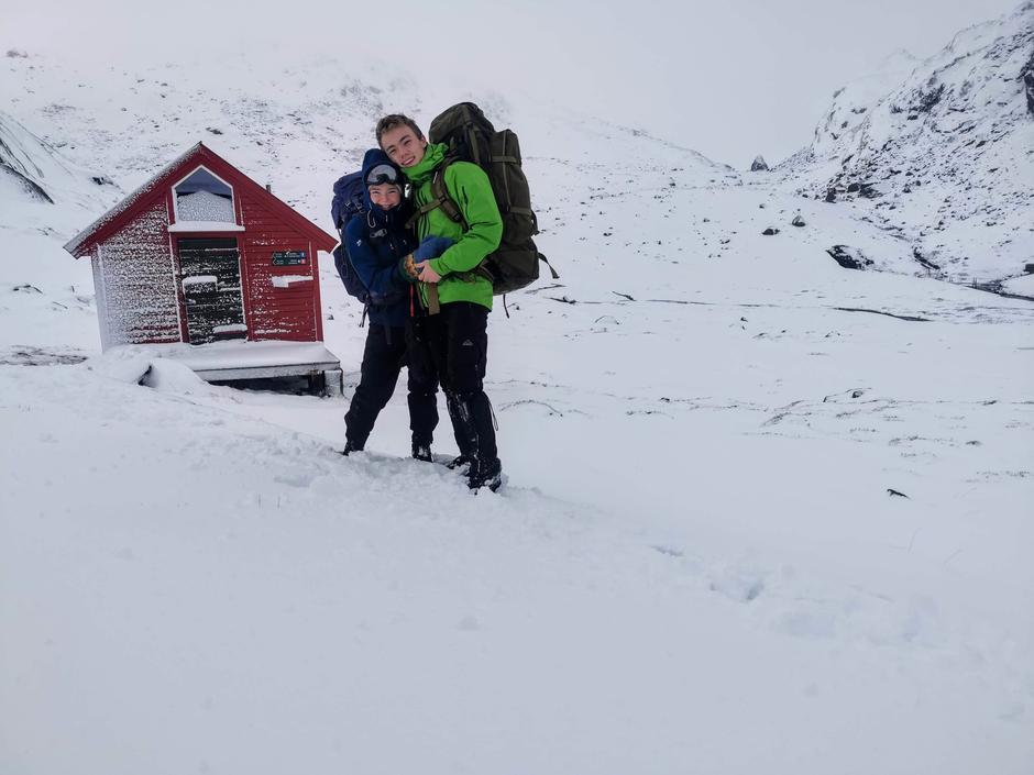 SAMLER PÅ OPPLEVELSER: Helgeturene til Birk og Tilde ble etterhvert valgt utifra hvilke hytter de manglet på lista si og har gitt dem uendelig med vakre opplevelser sammen ute i naturen.