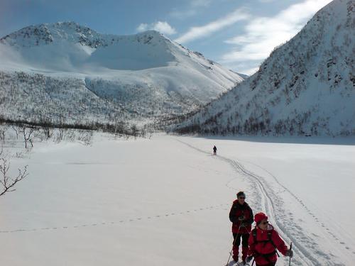Naturskjønne Eikefjelldalen ligger i fjellene mellom Buksnesfjorden og Forfjorden.