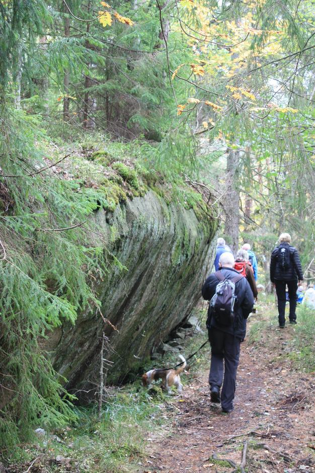 Turen gikk dels på en vei som ble anlagt av tyskerne fra Kalvøysund festning til kanonstillingene ved Rausteinskilen.