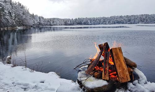 """""""Vinter""""Tatt ved Midtre Rytjern på Brandval i år.Bålkos hører alltid med på turene."""