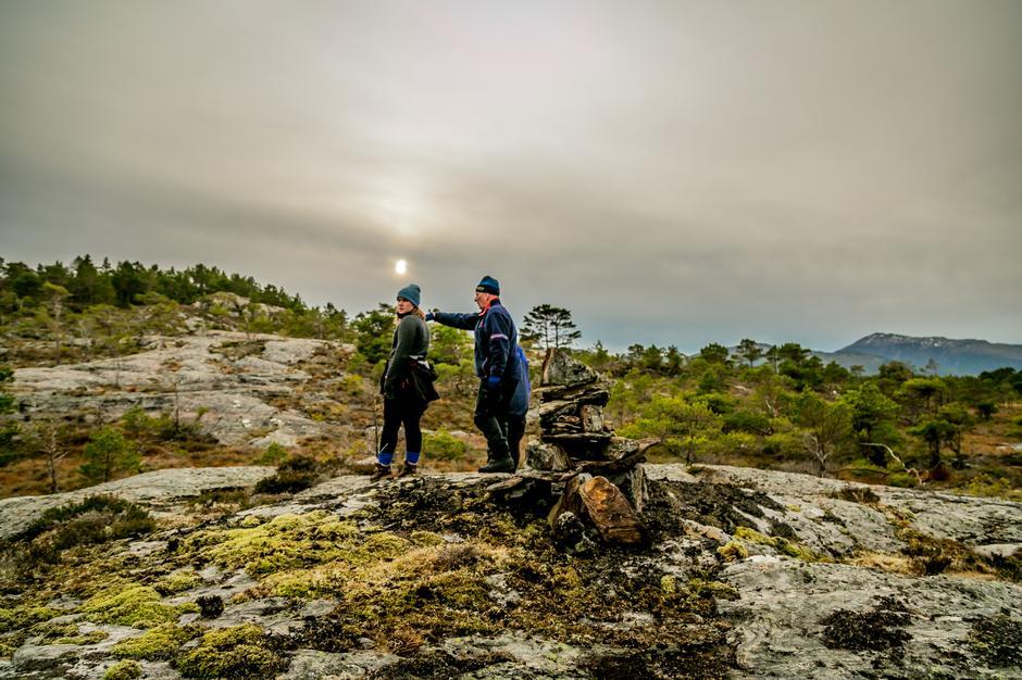 Sunniva og Jens Halten på merke- og vardetur.