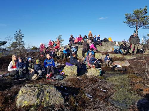 Fin høstdag med Barnas Turlag Havrefjell på Vedlausfjell i Nissedal 27. oktober.