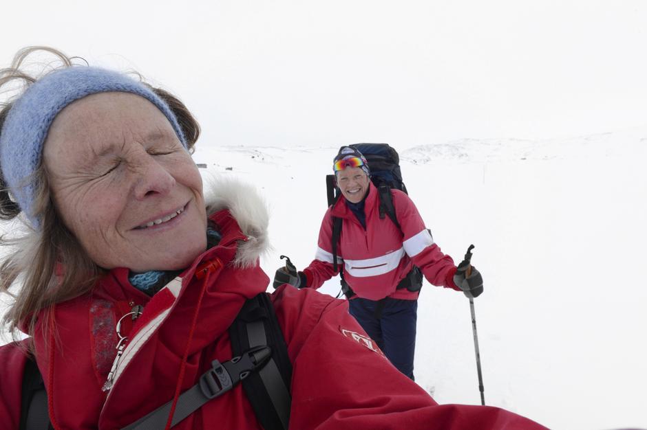 TURKAMERATER: Både Liv og jeg har vært ute mang en vinternatt før. Likevel viser denne turen seg å bli en større utfordring enn vi hadde trodd.