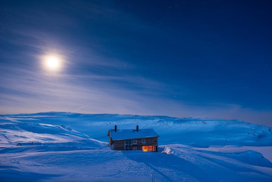 Som i et eventyr: Gullhorgabu i Bergsdalen en iskald vinternatt.