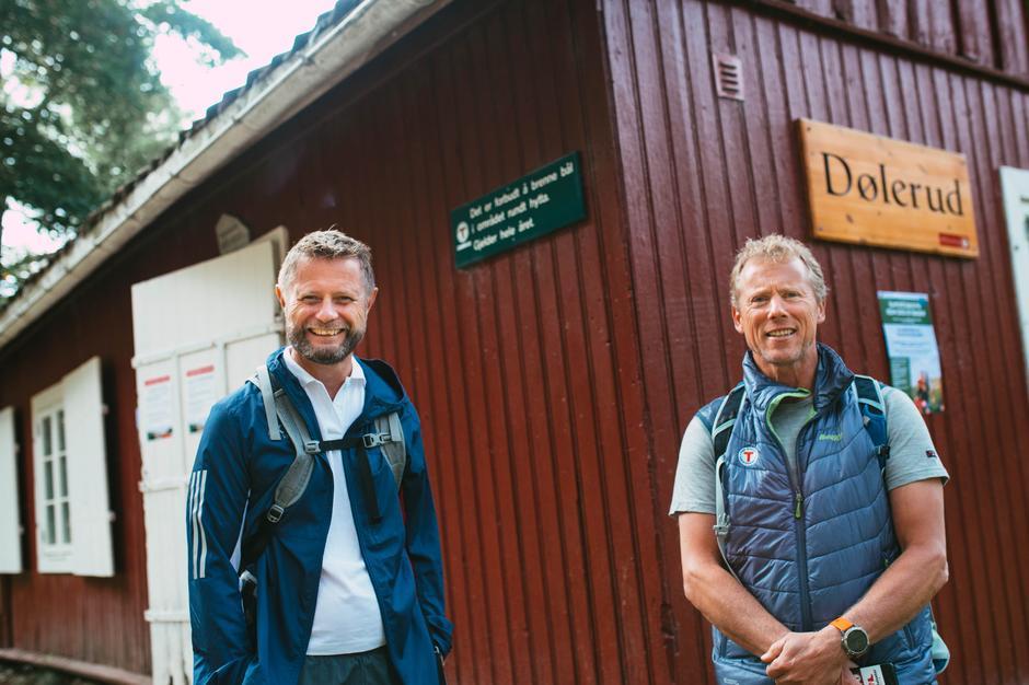 Helseminister Bent Høie og daglig leder i DNT Oslo og omegn Henning Hoff Wikborg ved Dølerud i Oslomarka.