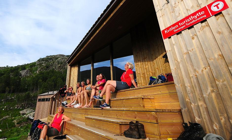 Trappene er det muntre samlingspunktet for den nye hytta på Kvitlen.
