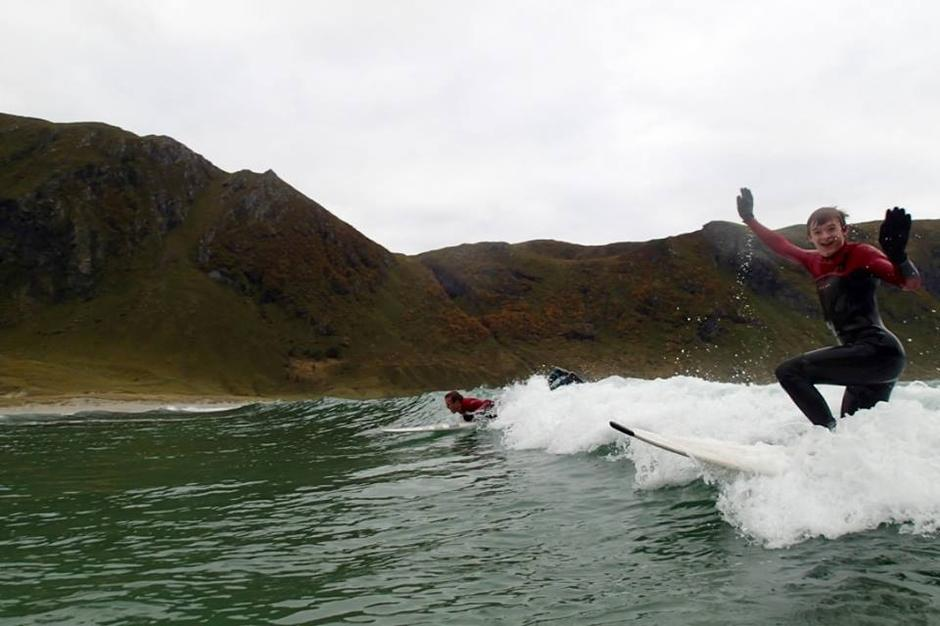 Landsstyret på surfekurs i Hoddevika.