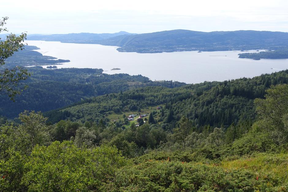 Utsikt på vei ned fra Tveitafjellet