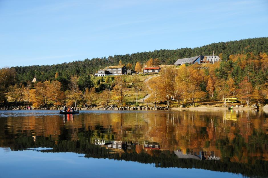 IDYLL: Preikestolen fjellstue sett fra Refsvatnet