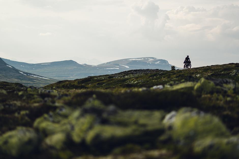 VEKK FRA VEIEN: Bikepacking åpner muligheten til å forlate de friserte veiene og styre hjulene rett inn i eventyret.