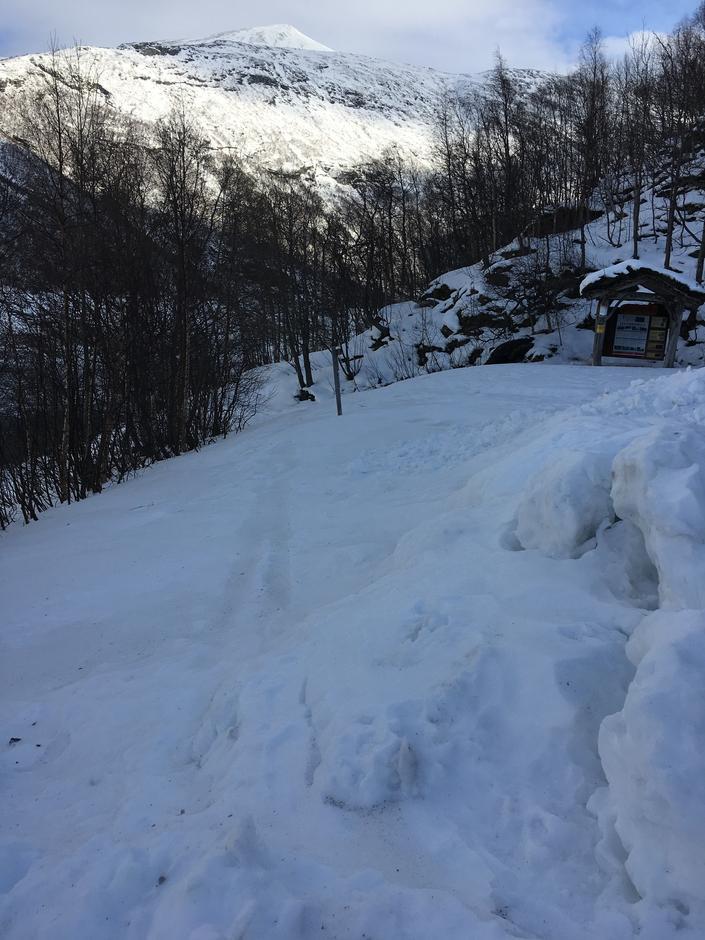 Starten på stien til Reindalen ved Zakariasdammen 19. februar.