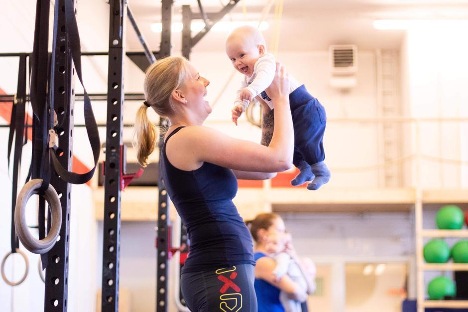 I tillegg til Trilleturlag har også CrossFit Lørenskog tilbud til nybakte foreldre