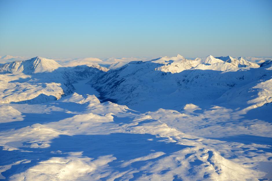 Du kan oppleve vinter i Jotunheimen i år også - book plass på  Selvbetjeningskvarteret til Gjendebu.