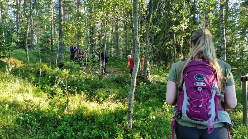 Alle fikk prøve seg på å lede tur i området rundt Skraperudtjern.