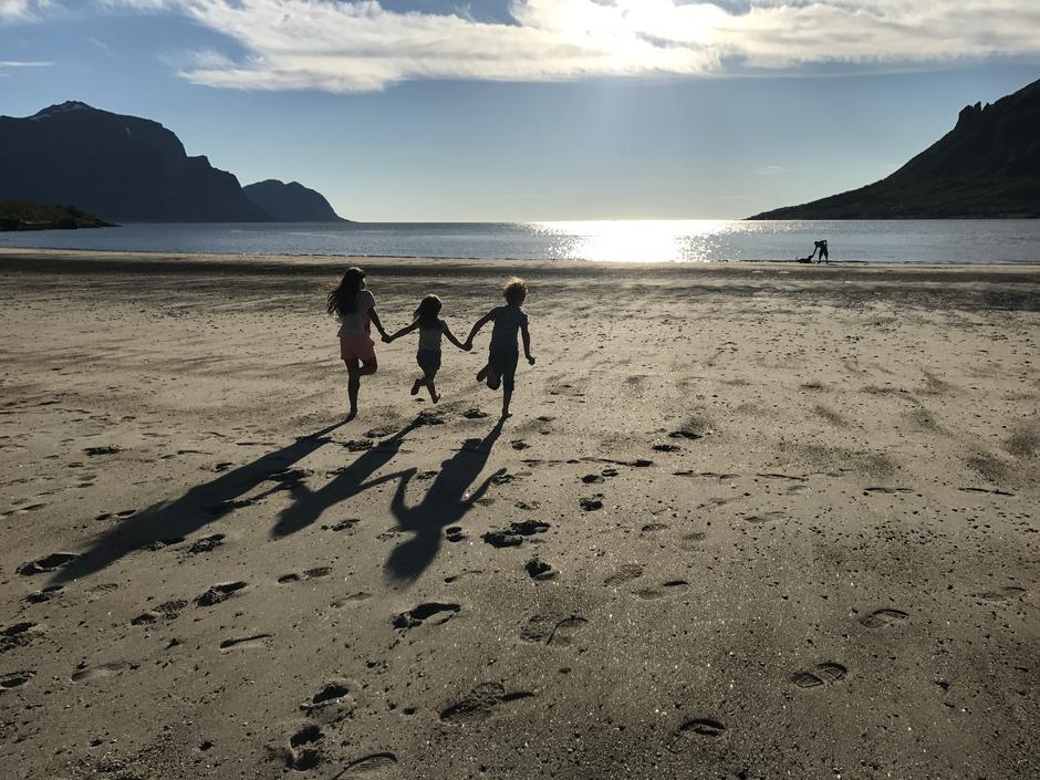 Søskenbarnlykke på Storvikstranda.