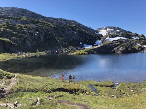 Tjørnadalsvatnet (890 moh) ved Høgabu