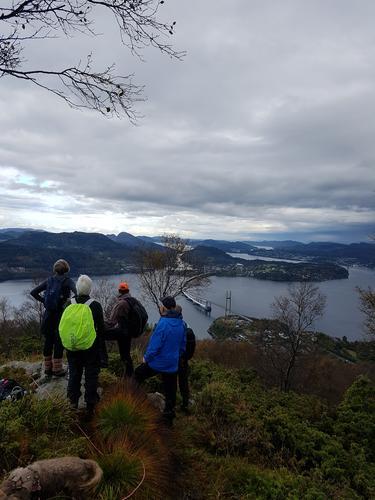 Søndagstur på sørsida av fjorden