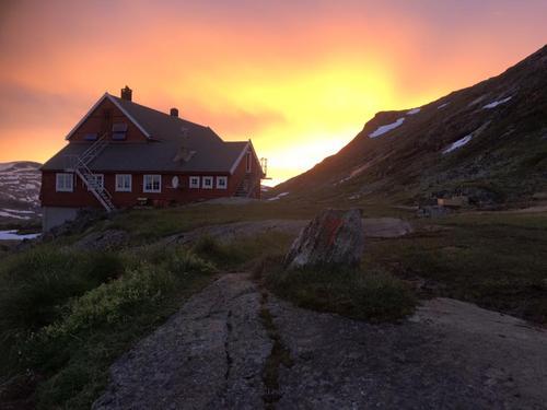 25. juli 2015: Solnedgang på Stavali Turisthytte -