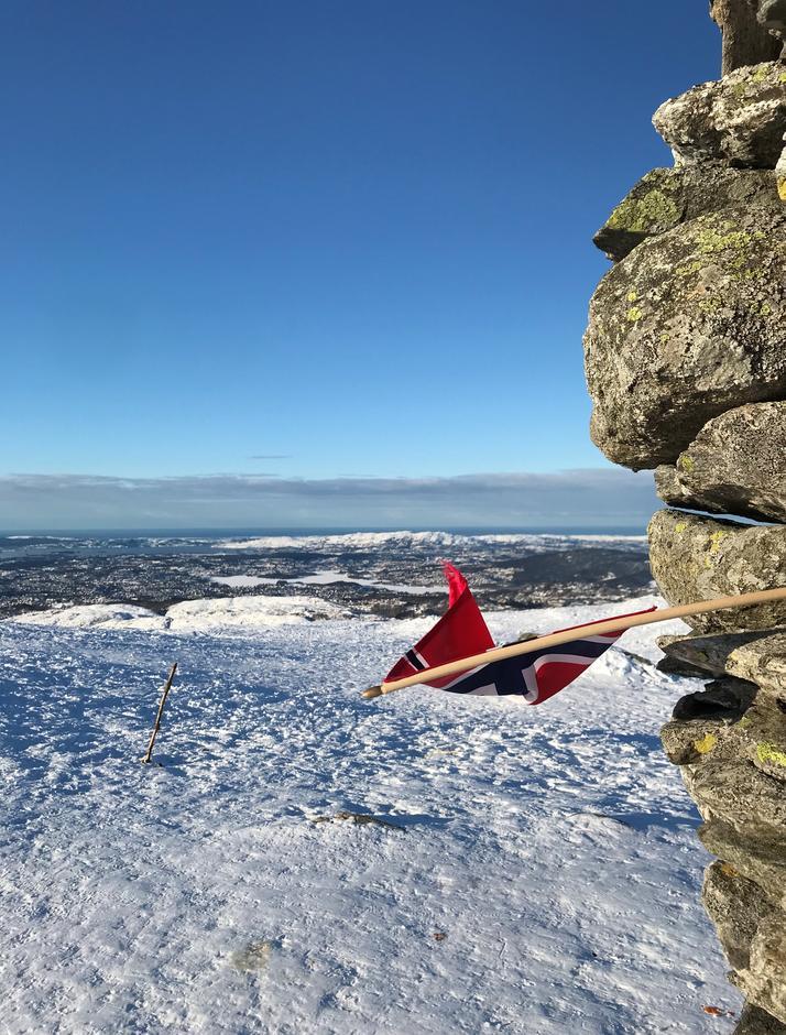 Torsdag 11.2: Det flagges hver dag på Livarden (683 moh)