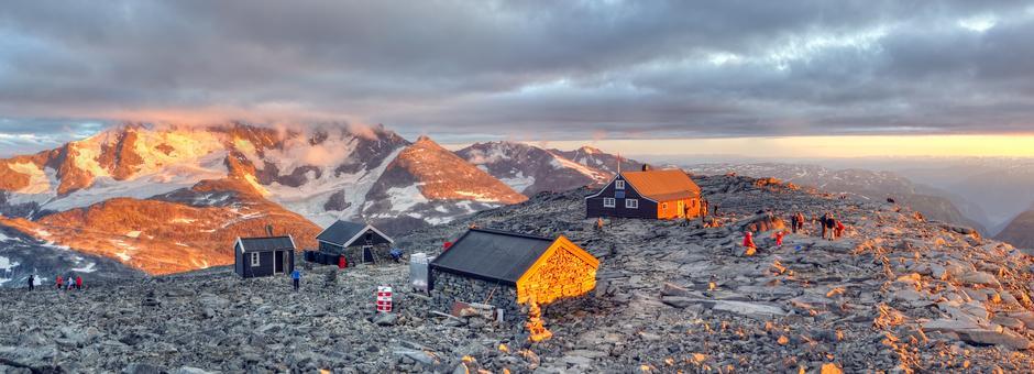 Solnedgang på Fannaråkhytta i Jotunheimen.