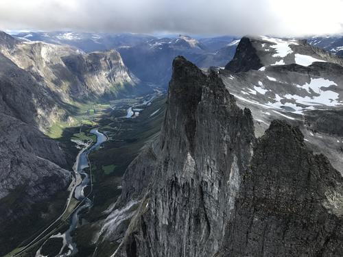 Bilde av Trollveggen tatt frå toppen av Store Trolltind i sept 2017 på en helgetur med jentene. Telt, bål, haust i fjellet og flotte topper!!