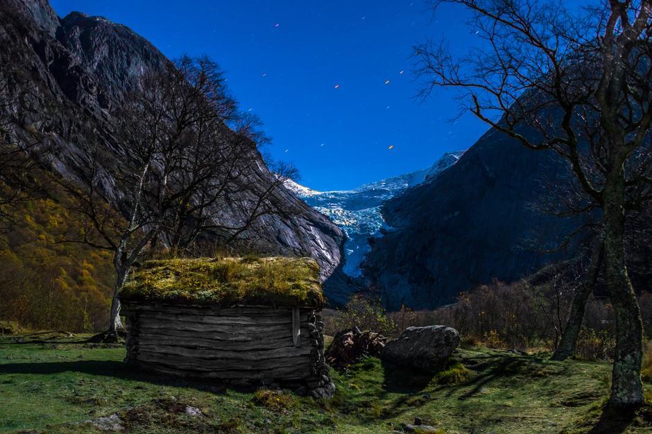 Ved Rastebu i Briksdalen - Stryn kommune