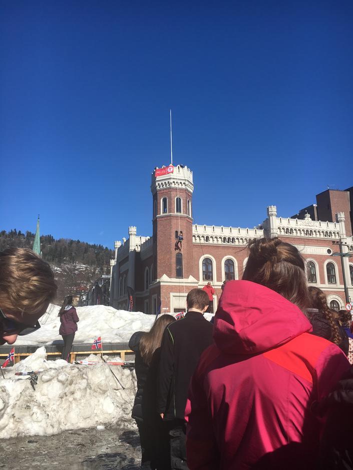 Nils rappelerte ned frå rådhuset i Drammen.