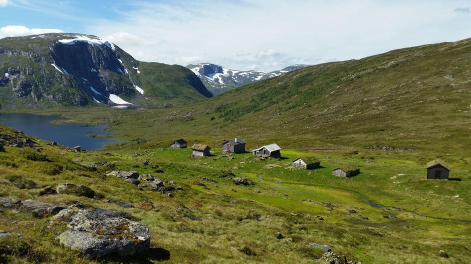 Vatnane Fagerdalshalvøya utsikt mot Vatnavatni og Einebærfjellet