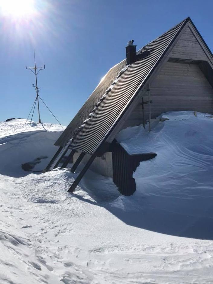 Vinteren 2018 ved hytta på Stovegolvet som skal bli til DNT-hytte i 2020